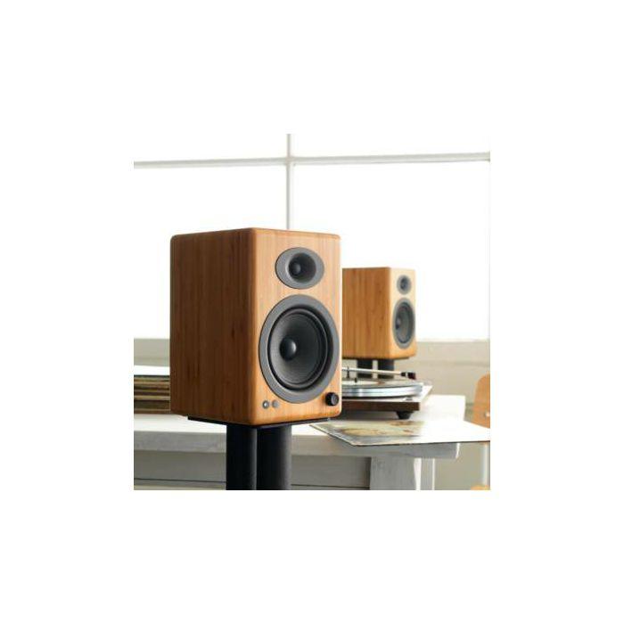 https://www.ronis.hr/slike/velike/zvucnici-audioengine-a5-hi-gloss-bambus--aea5plusbamboo-230v-eu_3.jpg